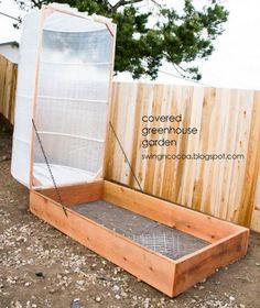 Pour cultiver des légumes en toute saison, cette page regroupe 7 tutos expliqués pas à pas, qui vous apprennent à fabriquer une serre de jardin maison, avec du matériel de récupération et quelques outils simples.