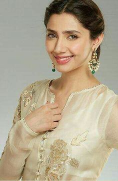 Mahira khan Pakistani Bridal, Pakistani Dresses, Indian Dresses, Indian Outfits, Pakistani Actress Mahira Khan, Mahira Khan Dresses, Pakistan Wedding, Pakistani Designers, Indian Designer Wear