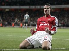 8a2cceded Ex-Arsenal and Man United striker Robin van Persie to retire next year