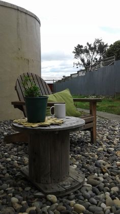 The versatility of old cable drums - outdoor seating or coffee table. Cable Drum, Outdoor Seating, Country Life, Reuse, Drums, Recycling, Coffee, Table, Kaffee