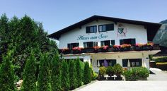 Located only 98 feet from the northern banks of Lake Zell, Haus am See offers spacious self-catering accommodations with modern rustic décor, free Wi-Fi. Modern Rustic Decor, Austria, Switzerland, Mansions, House Styles, Home Decor, House, Decoration Home, Room Decor