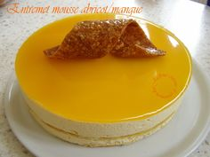 Entremet aux mousses abricot/mangue, miroir mangue Jaclyne www.cuisineetgourmandise.fr Layered Deserts, Pudding, Fruit, Lisa, Foods, Kitchen, Sugar Cake, Candy, Cooking Food
