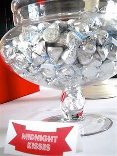 New Year's Eve wedding favor idea: Hersey's kisses.