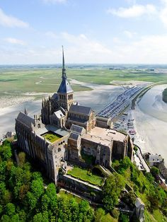 Behind the scenes of Mont St Michel, France Mont Saint Michel France, Le Mont St Michel, Vacation Places, Places To Travel, Places To Visit, Beautiful Castles, Beautiful Buildings, Midevil Castle, Wonderful Places