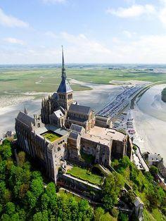 Behind the scenes of Mont St Michel, France Mont Saint Michel France, Le Mont St Michel, Vacation Places, Places To Travel, Places To Visit, Midevil Castle, Wonderful Places, Beautiful Places, Normandie France