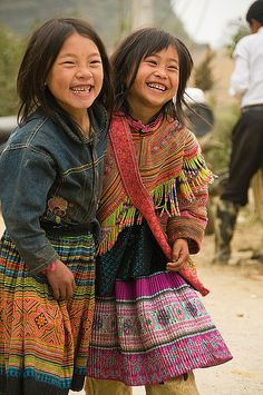 portrait of giggling Flower Hmong girls in Cau Son near Bac Ha V | Flickr…