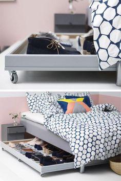 Un rangement pour chaussures à fabriquer soi-même avec des accessoires et des meubles IKEA. Pratique, ce range-chaussures sur roulettes se glisse sous le lit ! Master Bedroom, Bedroom Decor, Diy Rangement, Diy Crafts Hacks, Ikea Hack, Home Decor Items, Floating Nightstand, Bookshelves, Home Furniture