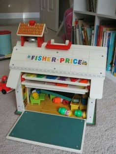 fisherprice toys few vintage Fisher Price Little People play sets from the and 80 Vintage Fisher Price, Vintage Toys 80s, Diy Vintage, Retro Toys, 1970s Toys, Vintage Style, Jouets Fisher Price, Fisher Price Toys, Vintage Tupperware