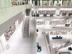 Bibliotheken gehören oft zu den beliebtesten Sehenswürdigkeiten in Großstädten. Und das nicht nur wegen ihrer Bücher, sondern auch weil die Architektur der Gebäude besonders ist. Zehn Bibliotheken und Buchhandlungen vor, die jeder Bücher-Fan gesehen haben sollte.