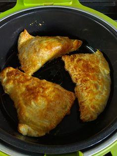 Con ocasión de un reto de cocina ha surgido este plato. Las condiciones, utilizar hojaldre y cocinar con la cecofry. Pues así lo he hec...