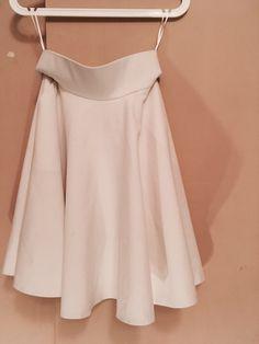 Biała spódnica do kolana, Orsay Orsay z mojej szafy! Rozmiar 34 / 6 / XS za 15.00 zł. Zobacz: http://www.vinted.pl/damska-odziez/spodnice/17772890-biala-spodnica-do-kolana-orsay.