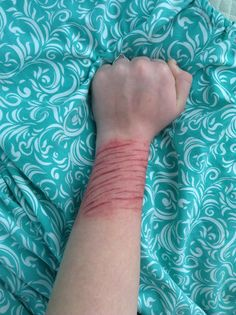 Sfx cuts on arm. Done with just a bruise weel and some brushes. #sfx#cuts#bennyebruisewheel#fx#makeup