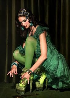 only my closest will know who inspired this . . . . Mean Green, Go Green, Green Colors, Green Grass, Olive Green, Tarina Tarantino, Emerald City, Emerald Green, Poses
