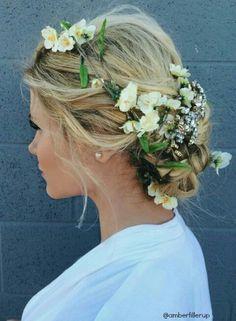 ~結婚式ヘアスタイル、花冠以外のお花の使い方⑱~ |~大人かわいいウェディング作り~|Ameba (アメーバ)