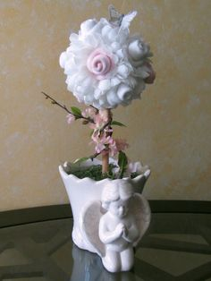 A LOVELY TOPIARY THAT WILL BRIGHTEN UP ANY ROOM WITHOUT DRYING UP IN A WEEK.    This is a very unique and beautiful topiary perfect for babys