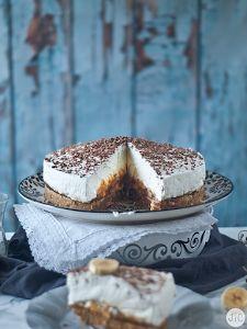 Si una tarta tiene dulce de leche, chocolate y plátano, tiene que estar buena, sí o si. No dejes de probar esta delicia del blog JALEO EN LA COCINA.