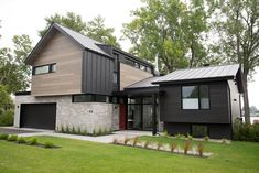 Revêtement Harrywood Bouleau Fumé + Toiture & Revêtement MS 1 Zinc Anthracite: un beau duo! ----- Harrywood siding in Smoked Birch + MS 1 roofing AND siding in Anthracite Zinc: what a great mix! . . . . . #construction#roofing#roofingcompany#quality#roof#contractor#building#residential#metalroofing#commercial#achitecture#design#photooftheday#work#house#simplicity#luxuryhome#concrete New House Construction, House Front, Bungalow, Building A House, Mid-century Modern, Outdoor Living, Brick, Garage, New Homes