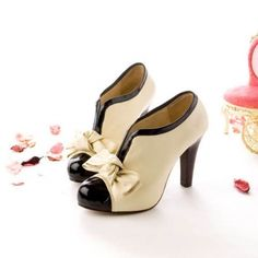 USD14.49Fashion Round Closed Toe Bow Tie Embellished Chunky  High Heels Apricot Leather Pumps