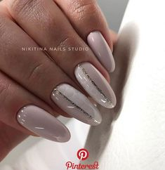 The advantage of the gel is that it allows you to enjoy your French manicure for a long time. There are four different ways to make a French manicure on gel nails. Manicure Nail Designs, Manicure Y Pedicure, Shellac Nails, Easy Nails, Simple Nails, Nailed It, Simple Nail Art Designs, Stylish Nails, Perfect Nails
