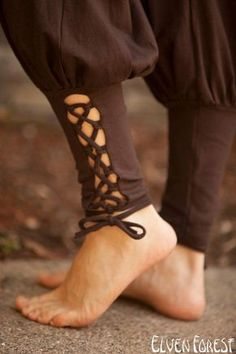 Lace Up Yoga Harem Pant with Cut Out lace up Ankle by ElvenForest~*~ click +More for color and sizing information ~*~ ·········································· These are great to move in, simple fitted top a Salwar Designs, Dress Designs, Yoga Harem Pants, Fashion Pants, Fashion Outfits, Fashion Fashion, Salwar Pants, Sari Blouse, Pants For Women