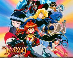 """Slayers (スレイヤーズ, Sureiyāzu, lit. matadores) é uma franquia de mais de 52 light novels escritas por Hajime Kanzaka e ilustrada por Hajime Kanzaka. Todas as novels foram publicadas pela revista Dragon Magazine. A 2º temp. foi nomeada """"Slayers Next"""", e a 3º temp. """"Slayers Try"""". A 4º temp. """"Slayers Revolution"""". Atualmente, está em sua quinta temporada concluída, """"Slayers Evolution-R""""."""