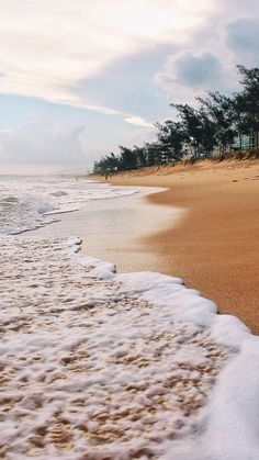 Compiled with beautiful wallpapers of Beach to put on your phone if you really like the sea. Summer Wallpaper, Beach Wallpaper, Iphone Background Wallpaper, Aesthetic Backgrounds, Aesthetic Wallpapers, The Beach, Sunset Beach, Beach Walk, Ocean Beach