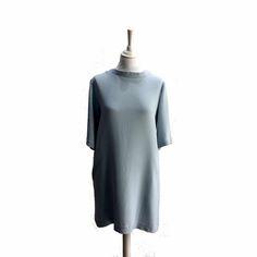 """Petite robe bleu ciel avec dos plongeant de style """"bénitier"""""""