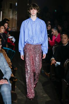 Male Fashion Trends: Gucci Spring-Summer 2019 Runway Show Male Fashion Trends, Gucci Fashion, Fashion Images, Runway Fashion, Mens Fashion, Paris Fashion, Alessandro Gucci, Alessandro Michele, Hippy Fashion