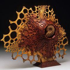 "Escultura de madera de pie ""Ammonite"""