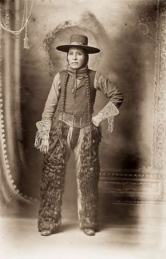 Captain Willie wears a fancy hat with plaid band, wooly chaps, leather belt, neckerchief, cotton shirt and vest. His beaded gauntlet gloves are the sort typically worn by both Anglo and Indian cowboys and rodeo participants. Western Film, Western Art, Native American Photos, Native American Indians, American History, Cowboy Art, Cowboy And Cowgirl, Black Cowboys, Vintage Cowgirl