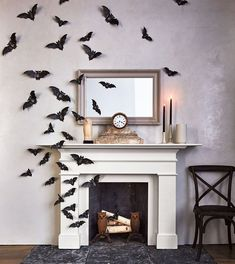 20 of Our Best Indoor Halloween Decorations Lure in your guests with an entrance that transports all who dare to step inside. 20 of Our Best Indoor Halloween Decorations Lure in your guests with an entrance that transports all who dare to step inside. Halloween Elegante, Halloween Chic, Casa Halloween, Theme Halloween, Halloween Home Decor, Happy Halloween, Diy Halloween Decorations, Halloween 2020, Halloween Ghosts