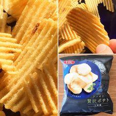 Atsugiri Zeitaku Potato  Gruesos cortes ondulados de las patatas de Hokkaido con sal de roca  francesa y extracto de setas como aderezo.  Unas patatas fritas muy  especiales.  SUMO www.boxfromjapan.com  #boxfromjapan #bfjfebrero #bfj #snack