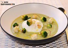 Crema de brócoli con huevo escalfado | Gastronomía & Cía