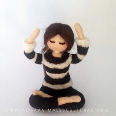 Muñecas personalizadas inspiración Waldorf | Etsy Felt Diy, Felt Crafts, Felt Dolls, Doll Toys, Color Del Pelo, Needle Felting Tutorials, Voodoo Dolls, Waldorf Dolls, Fairy Dolls