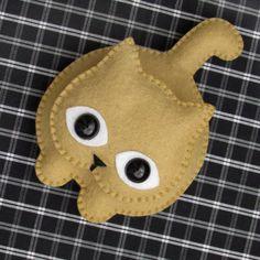Love this little felt kitty. Fabric Crafts, Sewing Crafts, Sewing Projects, Felt Projects, Needle Felted Animals, Felt Animals, Cat Crafts, Felt Crafts Diy, Felt Cat