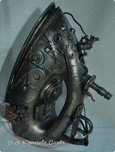 Steampunk Artwork, Steampunk Theme, Steampunk Fashion, Antique Iron, Vintage Iron, Steampunk Gadgets, Steampunk Accessories, Metal Stamping, Steam Punk