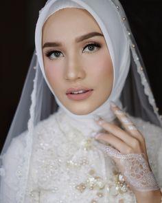 Muslim Wedding Gown, Hijabi Wedding, Wedding Hijab Styles, Muslimah Wedding Dress, Muslim Wedding Dresses, Muslim Brides, Wedding Makeup Looks, Wedding Beauty, Wedding Looks