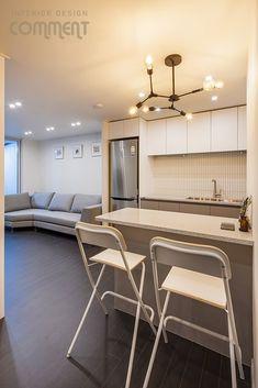 공간마다 특색 있는 복도식 아파트 작은집 꾸미기 : 25평 거실 인테리어 : 네이버 블로그 Conference Room, Interior, Table, Furniture, Home Decor, Decoration Home, Room Decor, Design Interiors, Meeting Rooms