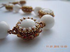 Комплект из белых коралловх бусин - ожерелье и серьги   biser.info - всё о бисере и бисерном творчестве