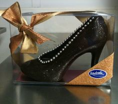 Dark Chocolate Shoe with Edible Glitter @peterbrookewp
