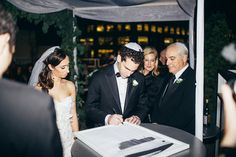 A glamorous Big Apple wedding with a Chuppah overlooking the NYC skyline | Smashing the Glass Jewish wedding blog | chic, modern details and an epic ceremony location