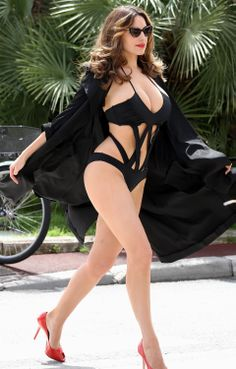 swimsuitcurves: Kelly Brook #goals