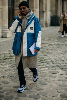 Menswear: Die Looks aus Paris Mode Masculine, Casual Street Style, Street Outfit, Street Wear, Fashion Week Hommes, Streetwear Men, Layering Outfits, Best Mens Fashion, Denim Jeans Men