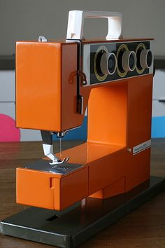 linee squadrate! husqvarna retro sewing machine !! nice! my mum has one of these and is still using it