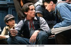 NEWS BOYS (1992) NEWSIES (ALT) CHRISTIAN BALE, DAVID MOSCOW KENNY ORTEGA (DIR) - Stock Image