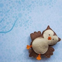 Make you own woodland themed felt baby mobile. This motorised mobile will fill your baby's dreams with starry owls.