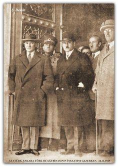 Atatürk Ankara'da Türk ocağı binasında. 24.11.1929