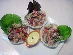 La meilleure recette de Coquilles de saumon et de  crustacés garnies.! L'essayer, c'est l'adopter! 4.8/5 (4 votes), 8 Commentaires. Ingrédients: 1 boite de petites crevettes roses. Reste de saumon rose. 12 moules. 1 tomate. Persil haché. 4 radis. 1 mayonnaise.