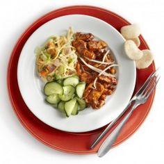 Hete kip met kroepoek en komkommer Wok, Chili, Snacks, Meat, Ethnic Recipes, Appetizers, Chili Powder, Chilis, Chile