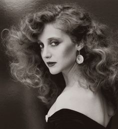 People keep telling me that I look like a young Carol Kane. I love her hair! Best Beauty Tips, Beauty Hacks, 3 4 Face, Kreative Portraits, This Is Your Life, How To Pose, Celebs, Celebrities, Famous Faces
